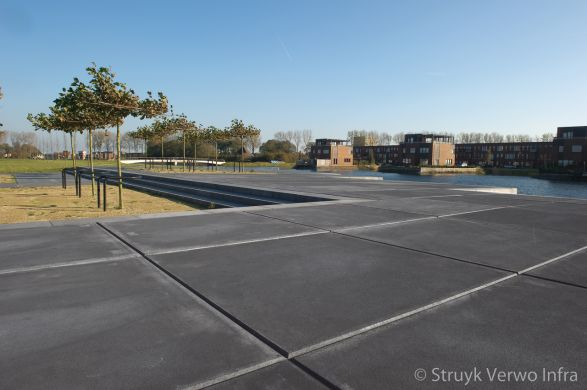 Zwarte vloerplaat met richtingloze antislip structuur|esthetische betonplaten