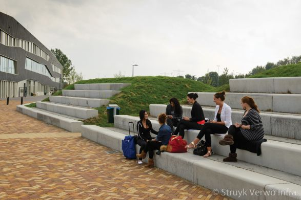 Tribune op terrein VMBO Kluiverboom School Groningen