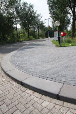 Novato 21x6|9x8cm nero elleboogverband|Trottoirband 40x35|kleurvaste straatsteen