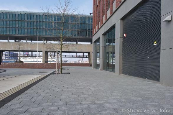 Licht uitgewassen betontegels|Trottoir Displaystraat Amsterdam|breccia antra 620
