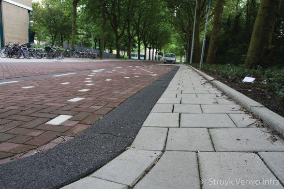 Gewassen trottoirband 28/30x24 zwart 701|brede trottoirbanden