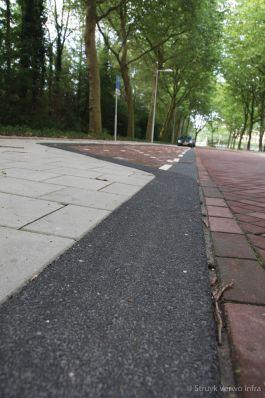 Uitgewassen trottoirband zwart