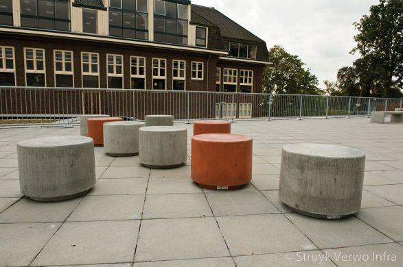 Sierpoef oranje|sierpoef grijs|sierpoef beton|poef beton|gekleurde betonnen poef