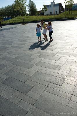 Geslepen bestrating op Bataviaplein|terrazzo bestrating