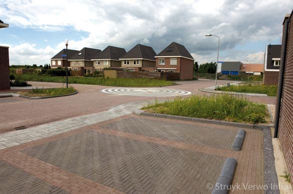 Parkeervakken in nieuwbouwwijk||keramische betonstraatstenen