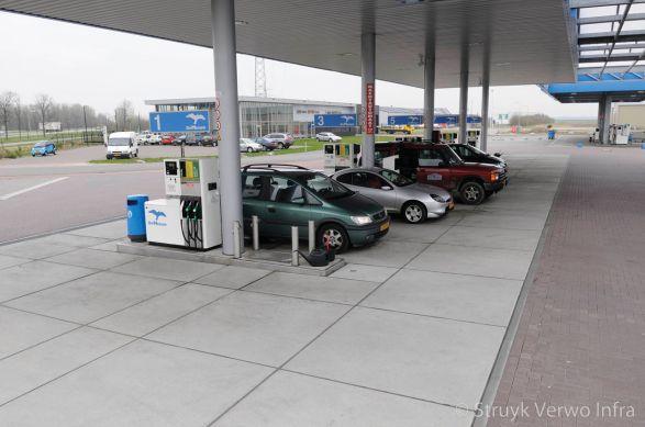 Vloeistofdichte vloerplaten toegepast bij tankstation
