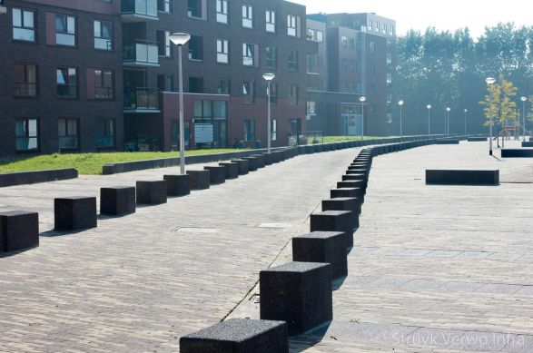 Afscheiding voetgangerszone met betonnen elementen|betonnen afzetelement