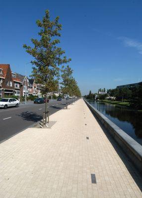 Amstelband bandenlijn langs het water Leidse Vaart Haarlem keerelementen