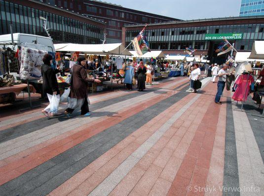 kleurrijke bestrating marktkramen op Bos en Lommerplein kleurvaste bestrating