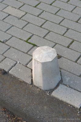 antiparkeerpaal op de stoep|sierpaal Den Haag|Plasweg