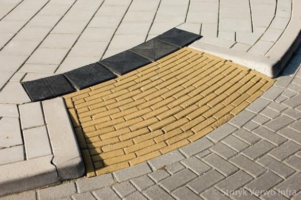 Gazonbanden 10x20 kwartrond|Tegels 30x30|rode tegels fietspad