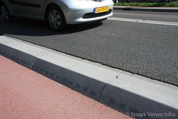Scheidingsbanden 22/44x25|scheidingsband tussen fietspad en rijbaan