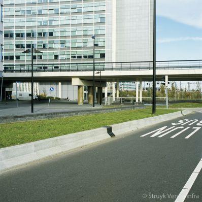 Groenstrook met antiparkeerband Kantorenpark Beukenhorst
