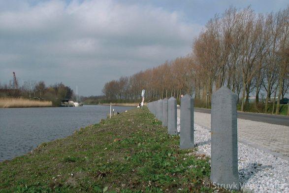 sierpaal Alphen met punt Ramsbeekpad|afzetpaal beton
