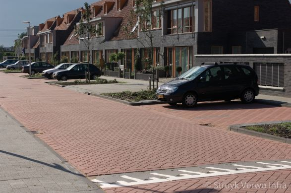 Haaks parkeren in woonwijk