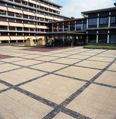 Vakverdeling in bestrating|bestrating met lijnpatronen|uitgewassen betonstraatsteen