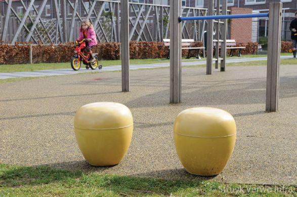 Zitpoef van beton geel
