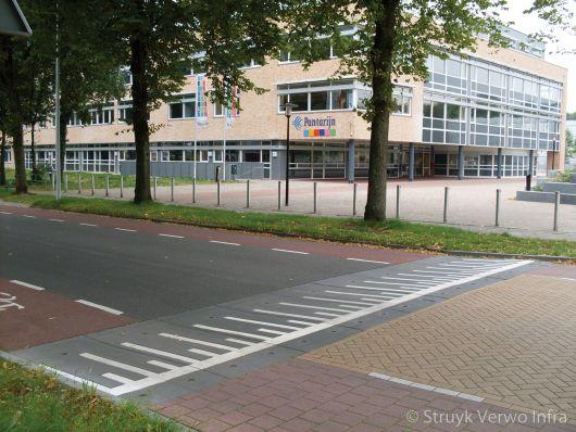 Verkeersremmende maatregel voor schoolplein