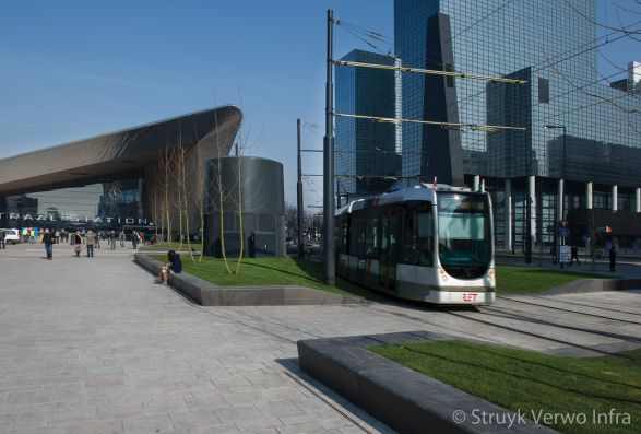 Betonnen zitrand voor Rotterdam Centraal|betonnen groenplinten