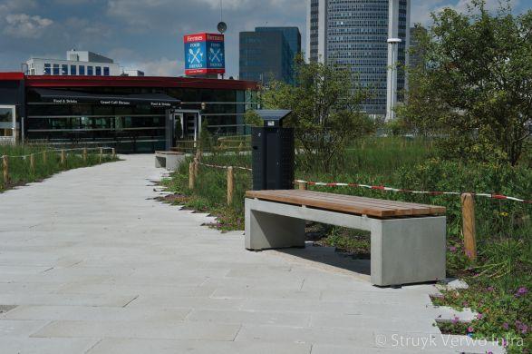 Parkbank van beton met houten zitting|buitenmeubilair beton|parkmeubilair beton