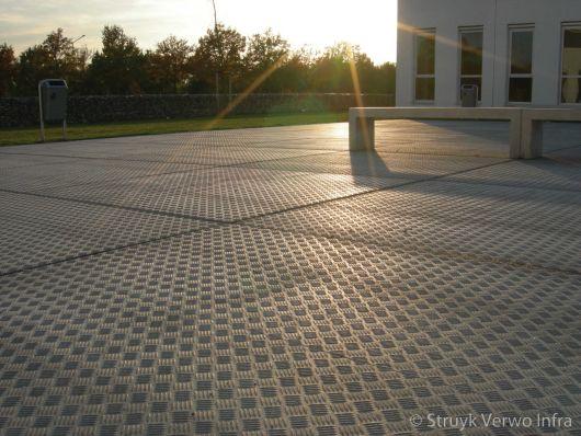 Vloerplaten toegepast op schoolplein Forijn College|betonnen vloerplaten