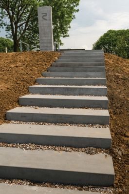 Traptreden van beton|Balkon aan de Maas