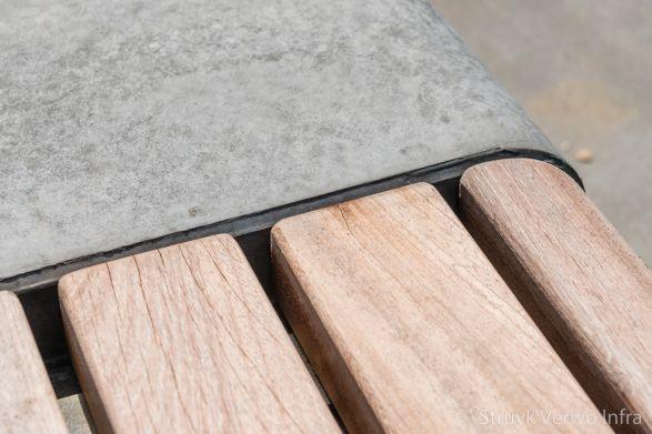Houten zitting op betonnen bank|solid & seats