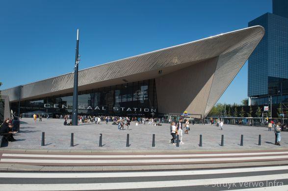 Stationsplein Rotterdam zebrapad