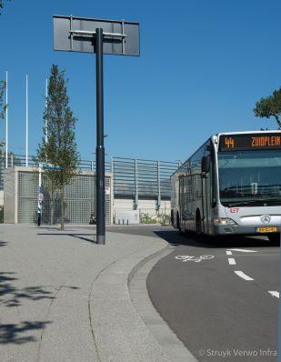 Brede trottoirbanden in Rotterdam