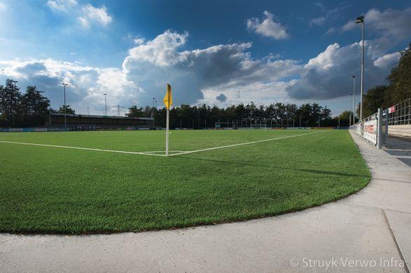 Hoekplaat rondom voetbalveld|verharding rondom sportvelden