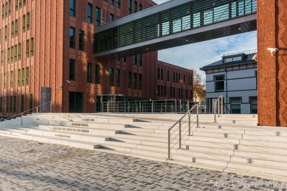 Maatwerk traptreden beton voor entree|bloktrede beton