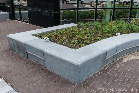 Groenomranding met betonnen banden|zitranden beton met LED
