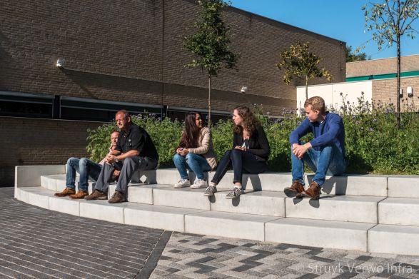 Traptreden om op te zitten|Inrichting schoolplein ROC