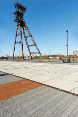 Esthetische vloerplaat in industriële omgeving|transformatie fabrieksterrein