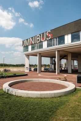 Cirkel van betonnen banden|MFC Omnibus Schuytgraaf Arnhem