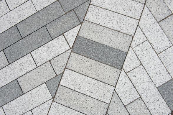 Mix grijstinten bestrating|Raadhuisplein Hoogkarspel|Sferio 33x11x10cm Grigio Basalto