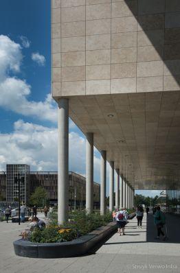 Betonnen zitelementen om groenvoorziening|Antoni van Leeuwenhoekziekenhuis|zitranden beton