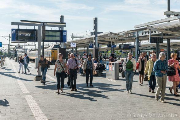 Breccia alpi 30x30|Perron station Zwolle