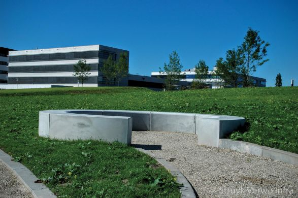Zitelement|solid|bocht|Campus Papendrecht|parkbanden beton|buitenmeubilair beton