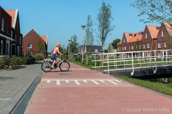 Geleidebanden langs fietspad