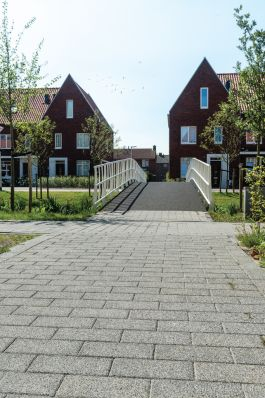 Pad met halve tegels|Lavaro 15x30x8cm urban 406 |uitgewassen trottoirtegels