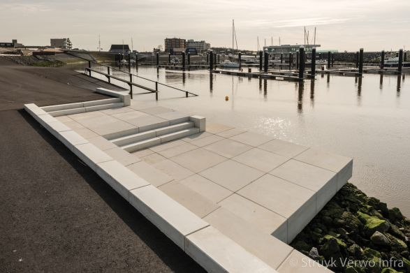 Prefab trappartij op boulevard|Boulevard de Wielingen Cadzand|bloktrede beton