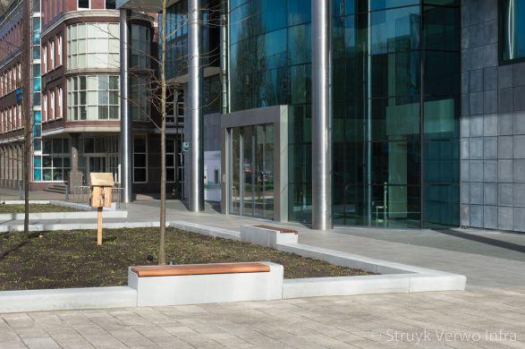 Betonnen zitelement met hout|seat|ABN Amro den Haag|parkbanden