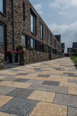 Mixbestrating Lange Wagenstraat in Gilze|gewassen trottoirtegel