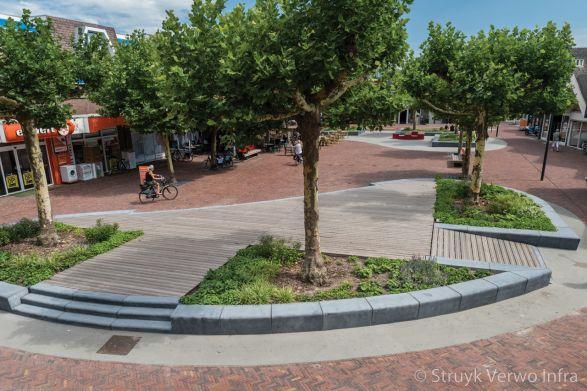 Betonnen parkbanden op plein in Dongen|groenvakken