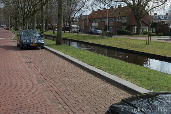 Uitstapband|Dr. J.M. den Uylsingel Alphen aan den Rijn|Trottoirband 38/40|brede band om uit te stappen