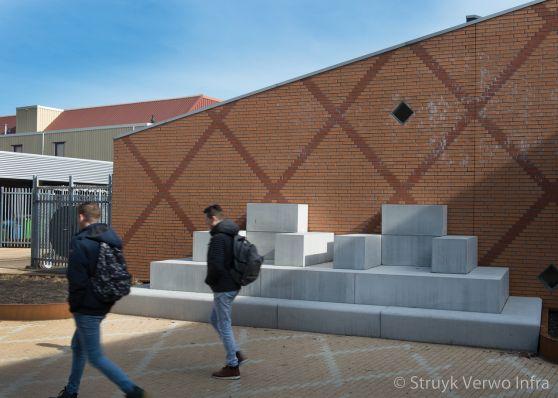 Inrichting schoolplein|betonnen prefab zitelementen|VMBO Compaen Zaanstad|
