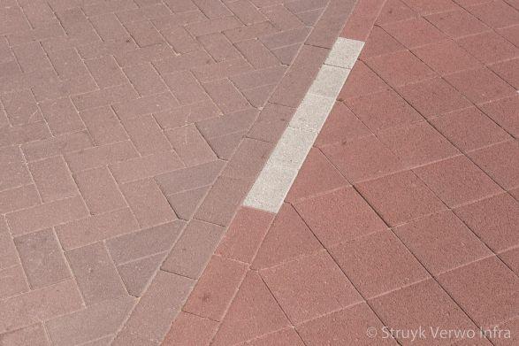 silent way dubbele betonstraatstenen in diagonaal verband