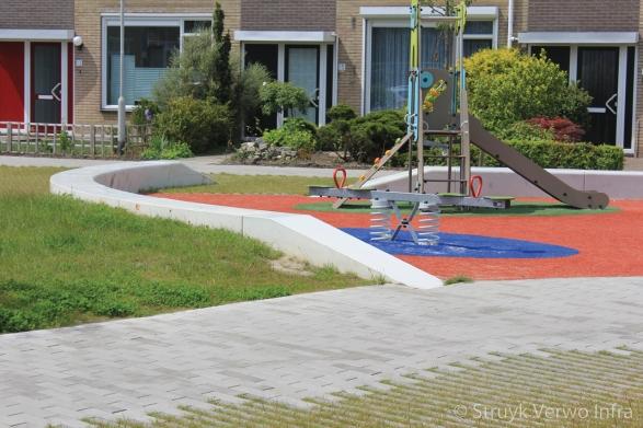 Inrichting speelplek met parkbanden