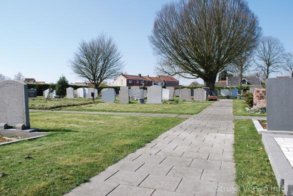 Mammoettegel|Bestrating op begraafplaats|Begraafplaats Oud Vossemeer